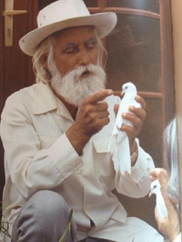 Omraam Mikhael holding dove